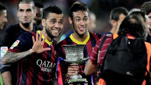 Dani Alves y Neymar con la Supercopa 2013