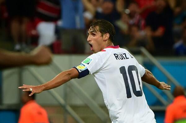 Bryan Ruiz festeja su gol Costa Rica en cuartos por penales