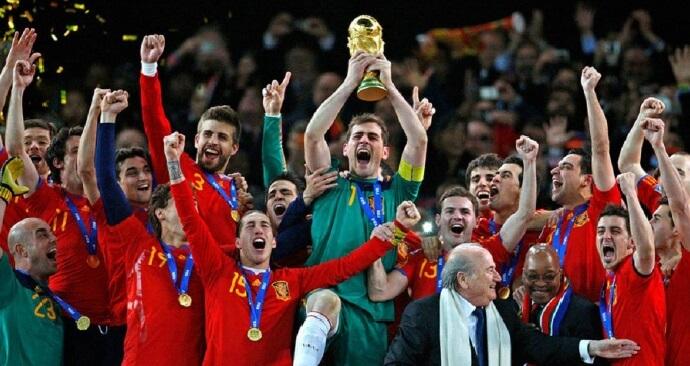 Iker Casillas con la Copa del Mundo 2010