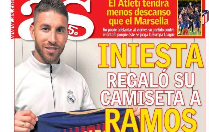 Iniesta regaló su camiseta a Ramos