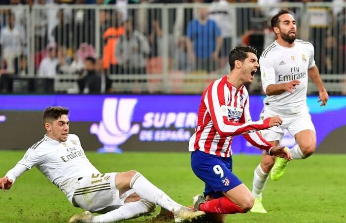 Valverde derriba a Morata en la final de la Supercopa