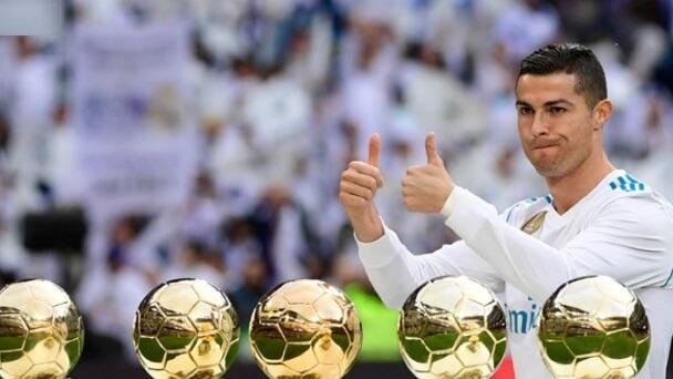 cristiano ronaldo con cinco balones de oro en el barnabéu